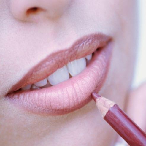 Молив за устни